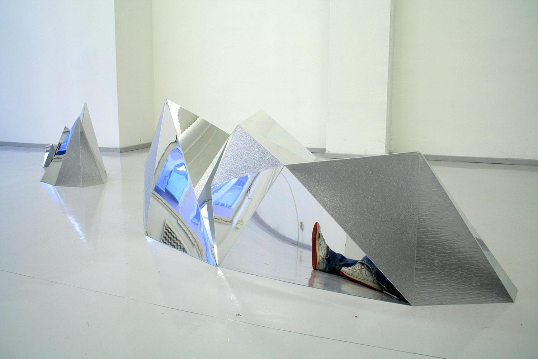 Bella Rune, Mole-hill, 2005