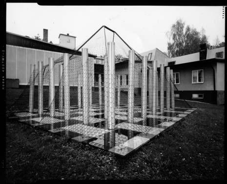 Annex, skulptur av Lars Englund vid entrén till fd FOI i Ursvik. Foto: Henrik Andersson.